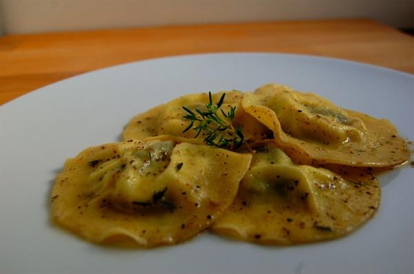 Ravioli pecorino asparagi1